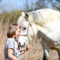 Achtsamer Umgang von Kind und Pferd